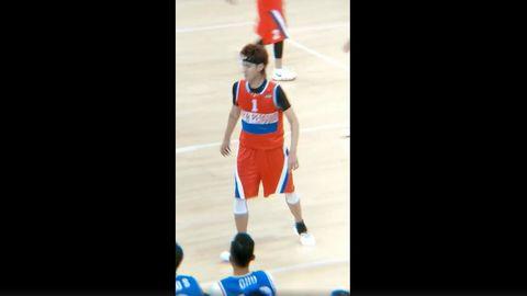 """[分享]180922 吴亦凡篮球赛与麦蒂互动多多 187.8的""""小矮子""""撒娇的样子太甜啦!"""