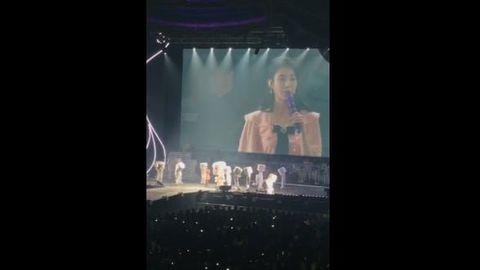 [分享]181118 跟随了十年的棉花糖伴舞 今日IU首尔演唱会中正式隐退!