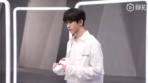 [分享]181120 蔡小室发布蔡徐坤棚拍花絮第二弹 这次是可可爱爱的白衣少年