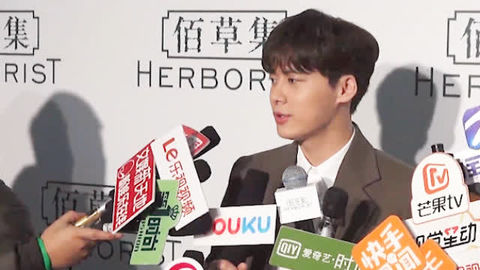 [新闻]181215 李易峰希望明年能开演唱会:很享受站在台上的感觉