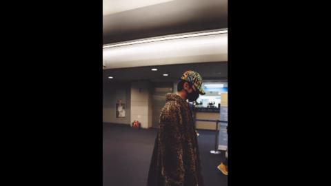 柠檬视频[分享]200217 去年今日 蔡徐坤抵达仁川机场 小孩蹦蹦跳跳心情可好了