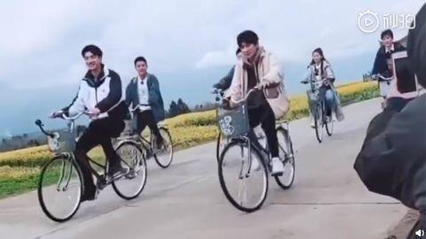 [新闻]190227 《哈哈农夫》拍摄路透 骑单车的瀚哥可可爱爱