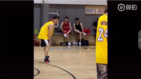 [新闻]190526 帅气篮球校草峰上线 李易峰打篮球视频视频曝光活力十足