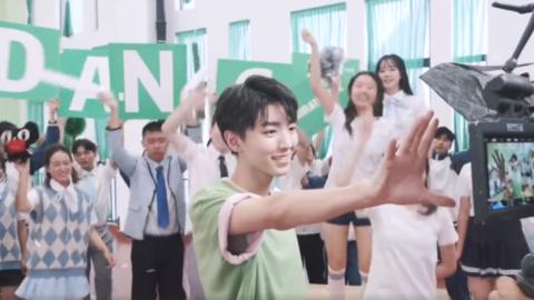 [TFBOYS][新闻]190829 王俊凯广告拍摄花絮,遇见清新美少年