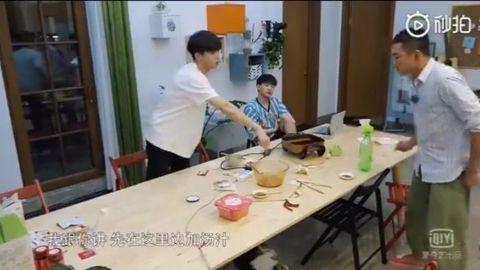 [分享]191017 快乐源泉农农带着他的剪刀手回来啦 农糖:我可能饭了个笑星