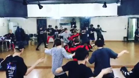 [分享]191101 17年认真练习的小十七 能做到刀群舞那都是背后要付出无限努力啊