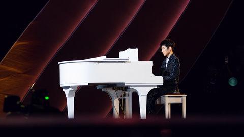 [TFBOYS][新闻]191124 恭喜星爸星妈双双拿奖,王源闭幕式秀钢琴表演祝贺