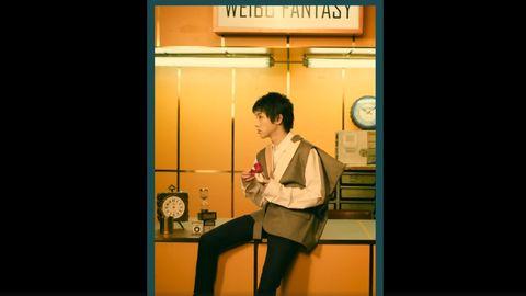 [新闻]200113 华晨宇微博奇幻场短片 等待时间的花花在线可爱摘花瓣
