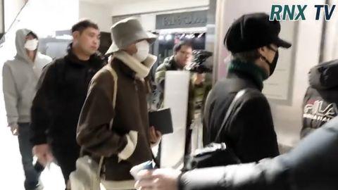 柠檬视频[新闻]200223 防弹少年团现身纽约肯尼迪机场,结束海外行程后启程返回韩国