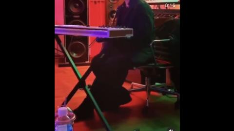 [分享]200526 低音炮rapper变身情歌王子,TOP公开深邃演唱视频