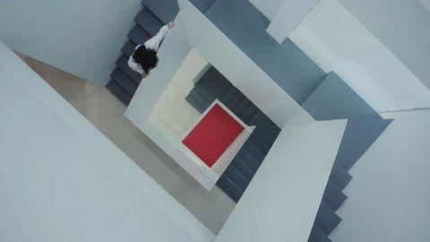 [新闻]200731 品牌发布七夕限定系列预告视频 一袭白衣长裙的熟悉身影是杨紫吧!