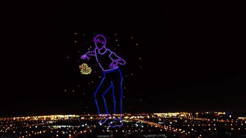 [分享]200919 你看过用无人机拼成的王嘉尔狼人舞吗?今晚我们在好奇夜晚会不见不散~