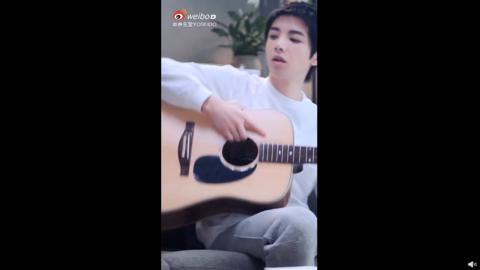 [新闻]201023 华晨宇上线分享品牌新鲜物料 认真玩音乐的宇宇子让人疯狂心动