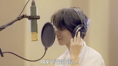 [分享]201026 王俊凯深情献唱北电七十周年主题曲《你就是那束光》 帅气学长温暖上线