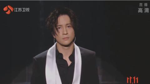 [新闻]201111 薛之谦超级夜三首情歌连唱 巧妙化解舞台故障通宵进行新歌创作