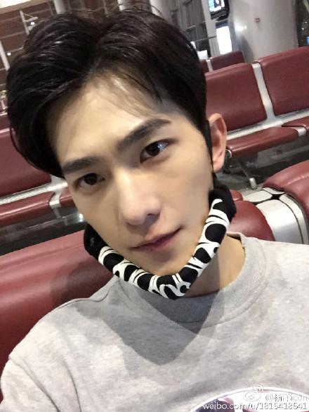 [新闻]150503 杨洋微博更新素颜也是帅帅哒