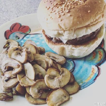 [分享]160429 周笔畅微博晒美食 自制汉堡超份量