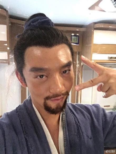 [新闻]160630 郑恺自毁形象扮宫女 粉丝:辣眼睛