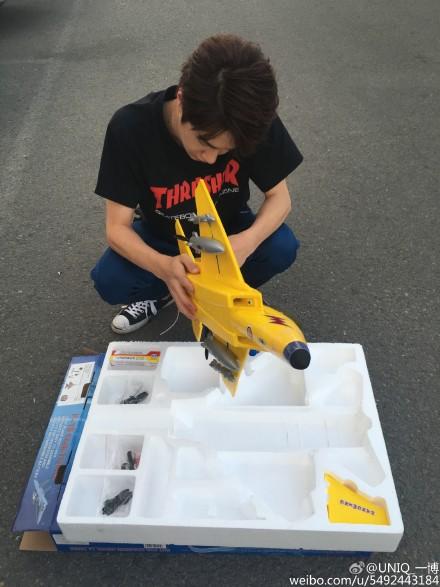 """[新闻]160905 王一博微博""""炫富"""" 私人战斗机准备起飞!"""
