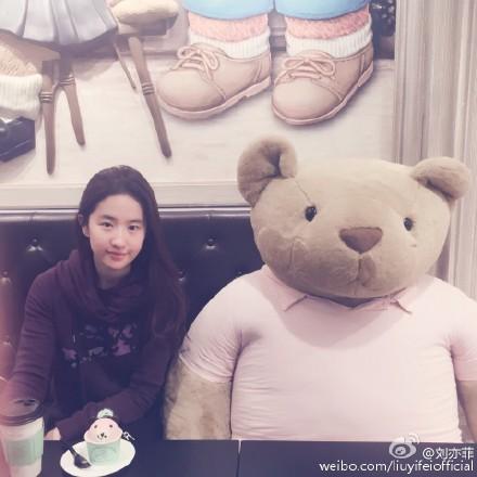 [新闻]161101 刘亦菲晒素颜近照 娇俏可人宛如高中生