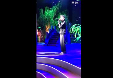 161214【吴亦凡】《记住乡愁》开播晚会演唱《时光》10s预告