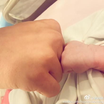 [新闻]170117 大手牵小手,看baby的幸福一家