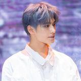 [新闻]171023 杨洋代言宣传片拍摄花絮曝光 格子衬衫造型释放暖男魅力