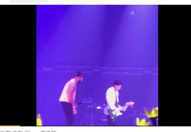 180804【胜利】演唱会上弹吉他 耍帅成功