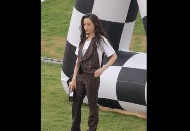 200806【迪丽热巴】热巴亮相LV 2021春夏男装大秀