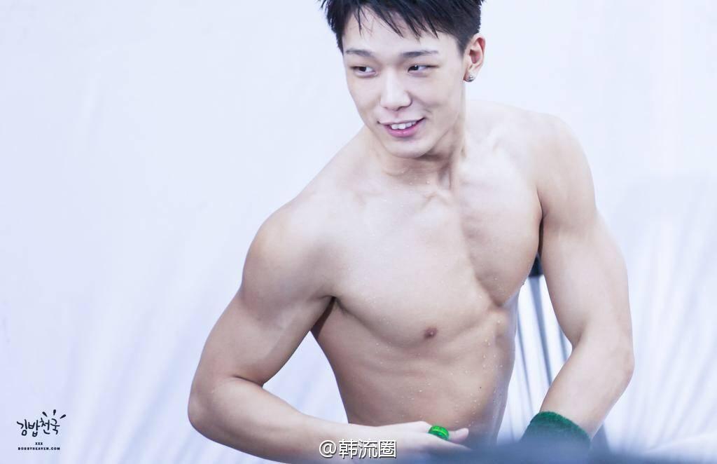 [iKON][分享]160117 晚安舔屏福利の金知元的肌肉杀——IDOL新闻