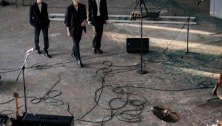 [星闻]乐队About U的回归预告形象公开,3人组?引进新鼓手?
