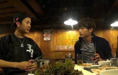[新闻]141005 王嘉尔与室友徐康俊深夜的五花肉约会