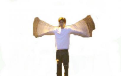 """[新闻]150310 拼命挥动翅膀的""""喋喋"""" 飞前被玩坏"""