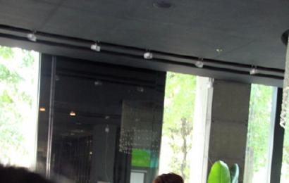 [新闻]150726 杨洋参加《周一见》录制 粉丝直呼:天台站不下了