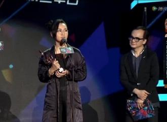 [新闻]160409 音乐风云榜 周笔畅获得最受欢迎女歌手奖