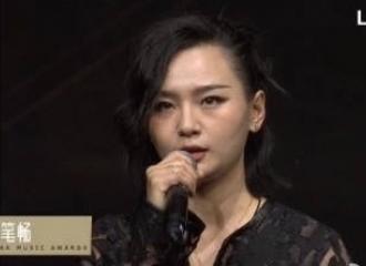 [新闻]160415 全球华语榜中榜直播ing:周笔畅获得最佳演唱会