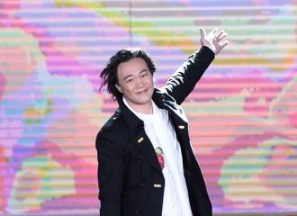 [新闻]160417 北京国际电影节开幕 陈奕迅深情演唱《 陪你度过漫长岁月》