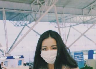 [新闻]160420 迪丽热巴机场美颜  下山的小美狐