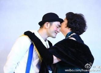 [新闻]160424 黄晓明晒黄妈美照及亲吻照 甜送生日祝福