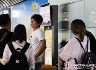[新闻]160616 致列日常随性机场show 北京低调赴上海