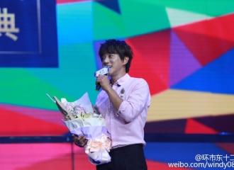 [新闻]160625 黄致列出席广州兰瑟十周年庆典 粉嫩欧巴礼仪满分