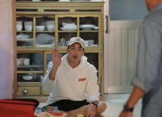 [新闻]161006 《三时三餐》罗暎锡PD对话少的愉快男Eric感到十分满足