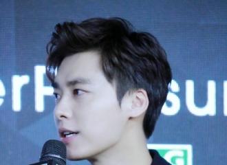 [分享]201026 那年今日|李易峰出席泰格豪雅活动 驼色西装帅气魅力不可挡
