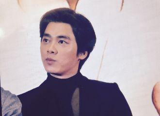 [新闻]170118 李易峰为成龙影城开业站台 或与两位前辈拍新戏?!