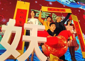 """[新闻]170118 吴亦凡创新示范""""如来神掌"""" 《西游》上海站路演提前贺岁喜庆满堂"""