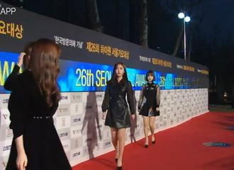 [新闻]170119 首尔歌谣大赏红毯进行中 GFriend全员黑色短裙亮相