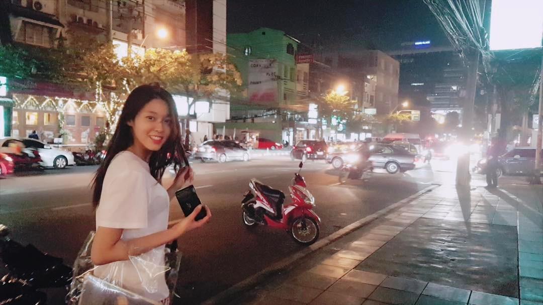 [新闻]170215 雪炫SNS上传旅行近照 吃逛看萌萌