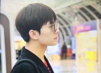[新闻]170215 好久不见机场羊!杨洋今日顺毛眼镜style出山飞往北京