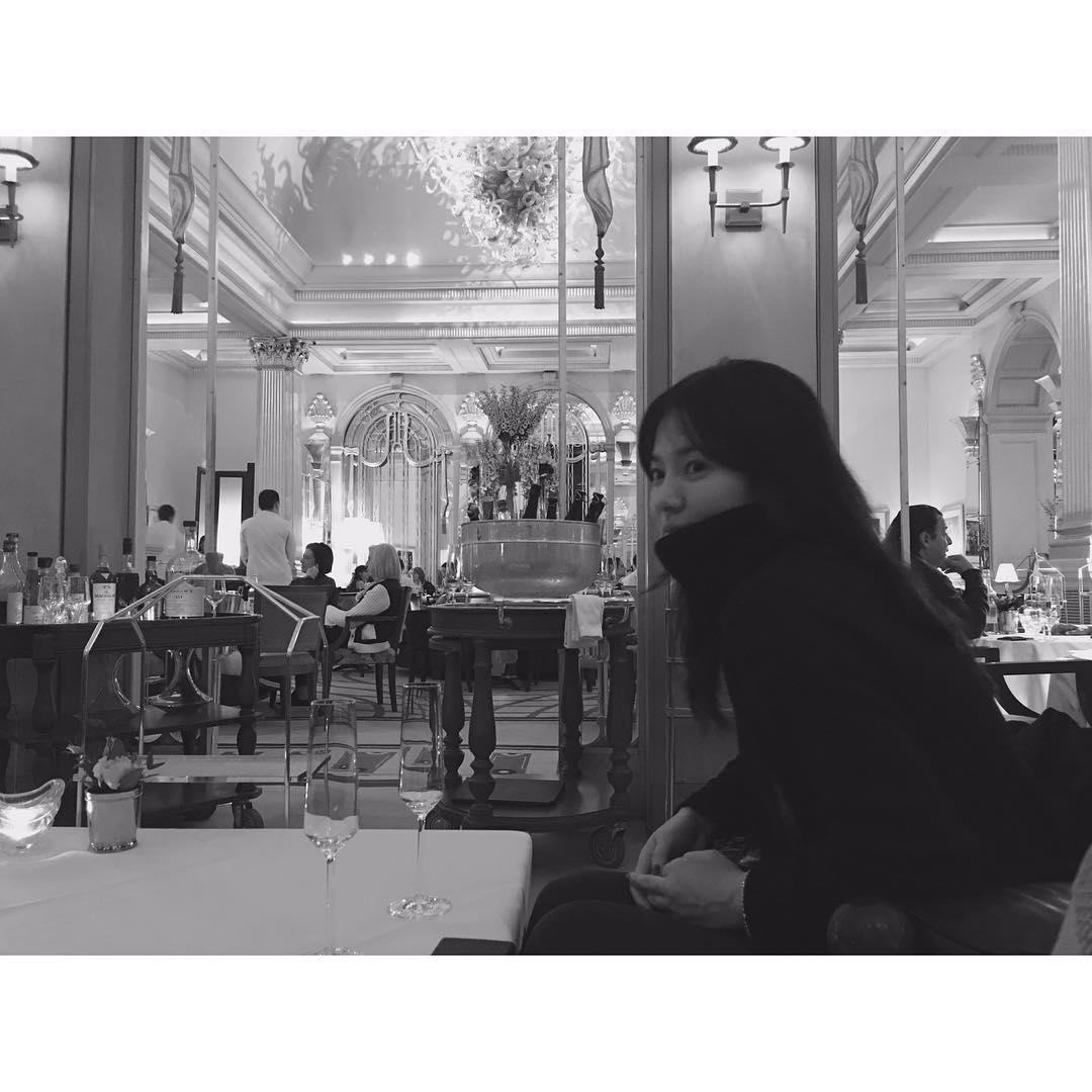 """[新闻]170218 美乔终于冒泡!在餐厅中的""""优雅知性乔"""""""