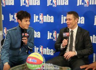 [新闻]170220 Jr. NBA中国导师团成员共谈篮球 吴亦凡与保罗·皮尔斯相谈甚欢